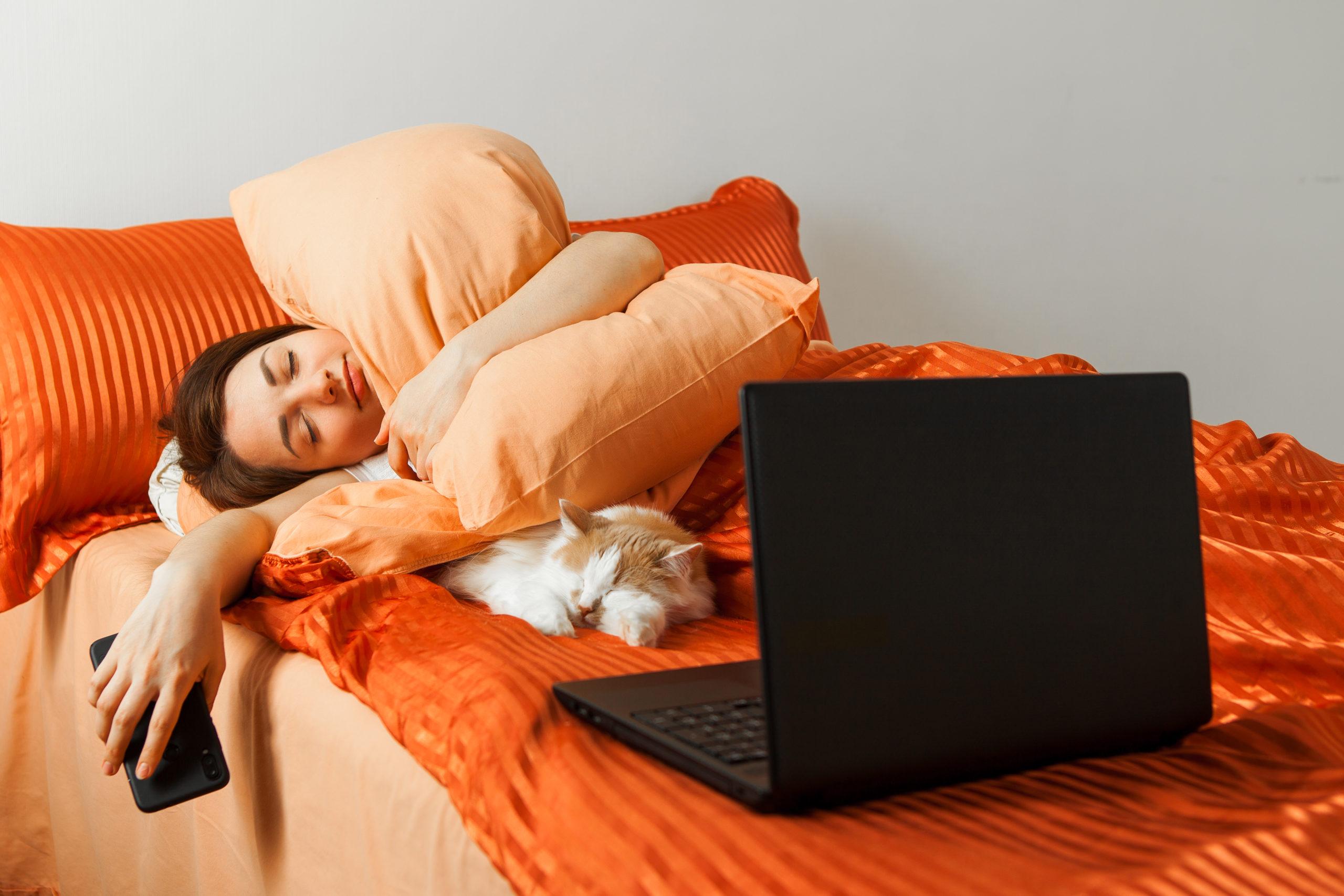 ネコと一緒に寝る方法
